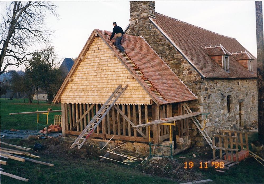 19 novembre 1998, l'entreprise BOUSSIN à l'œuvre sur l'appentis de la cave.