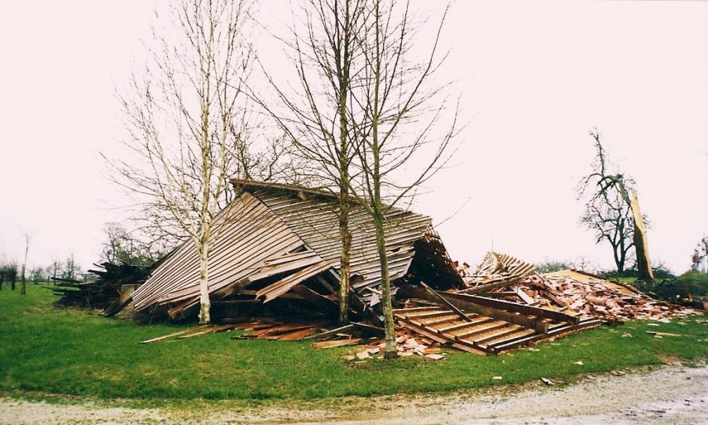 27 décembre 1999, la grange de la ferme juste après la tempête.