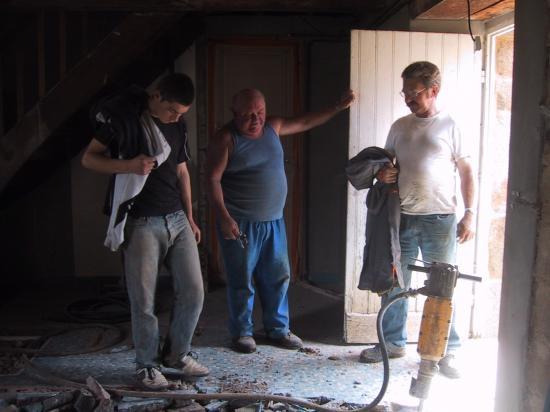 14 mai 2008, il y a déjà 4 ans que nous avons ôté les dernières traces des LEVÊQUE dans le bâtiment Nord.