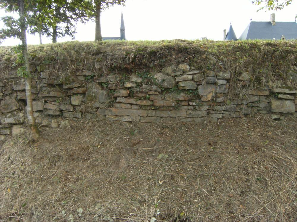 13 octobre 2009, un endroit où le mur d'escarpe est facilement visible.