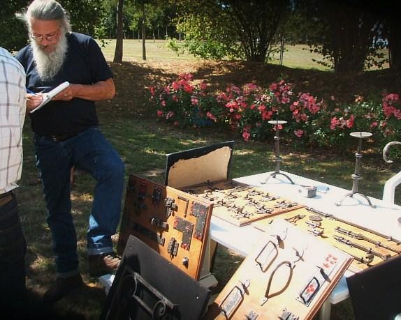 25 juillet 2010, Roland FORNARI, forgeron d'art, présente ses productions.