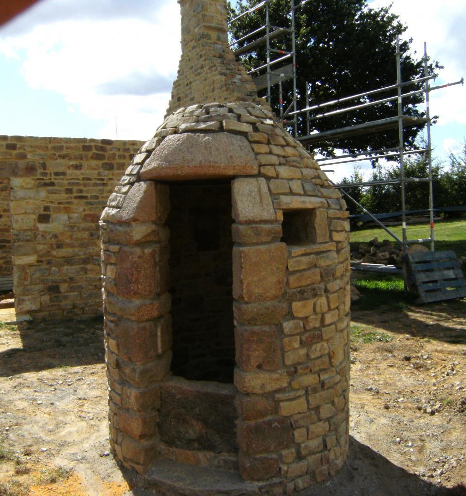 Vendredi 17 septembre 2010, il faut encore choisir la pierre qui couronnera le puits.