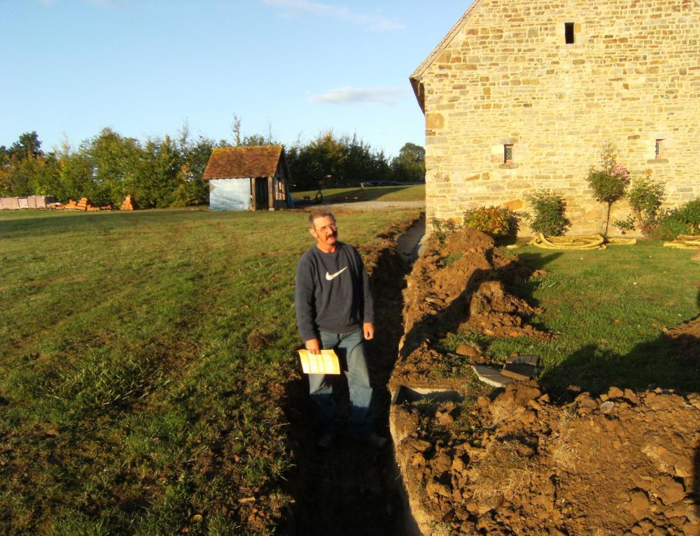 Samedi 25 septembre 2009, le fossé a environ 50 cm de profondeur.