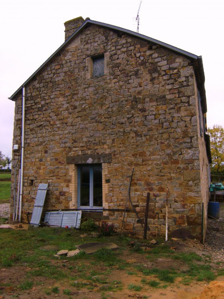 Samedi 2 octobre 2010,Le pignon Sud de la ferme avant travaux.
