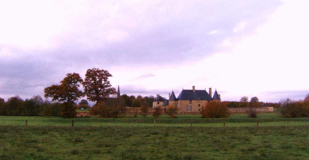 7 novembre 2010, le manoir vu de l'extérieur du Pournouët.