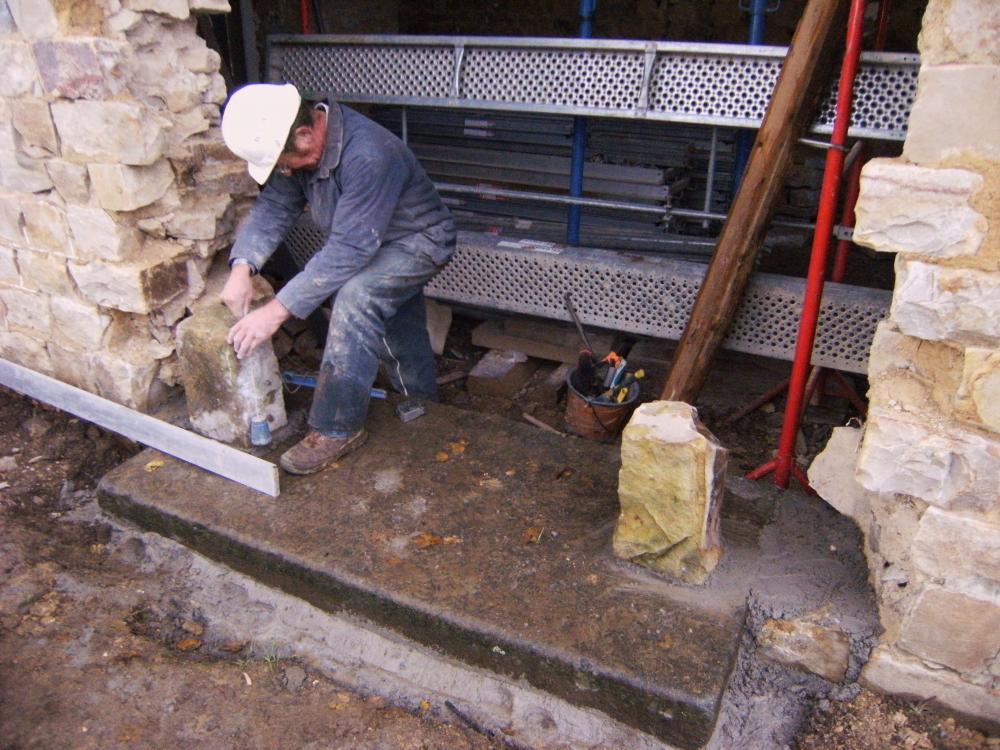 9 novembre 2010, premières pierres d'angle de la nouvelle porte d'entrée au Sud de la ferme.