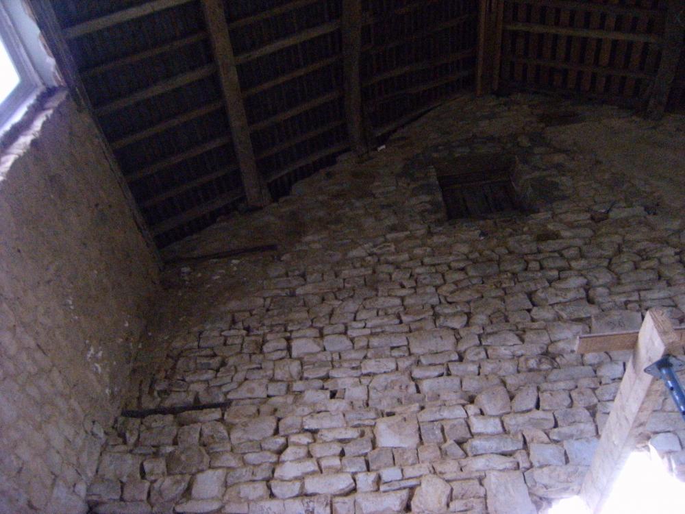 9 novembre 2010, les traces d'une ancienne surélévation à l'extrêmité Sud de la ferme.