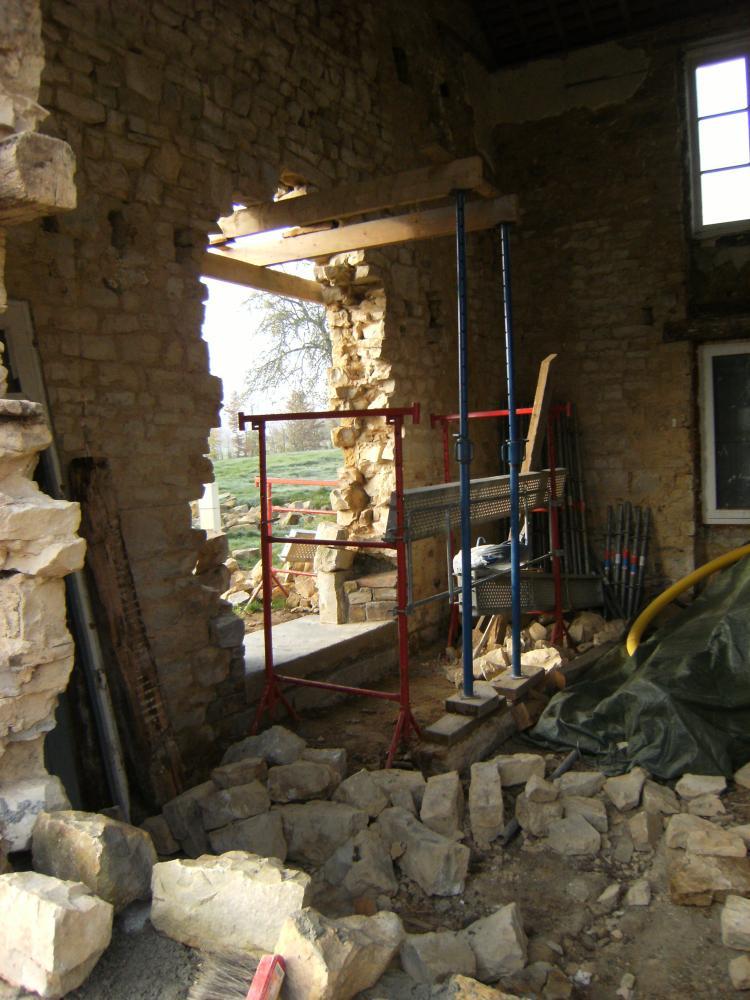 16 novembre 2010, la future porte Sud de la ferme, photo prise de l'extérieur de la façade Est.