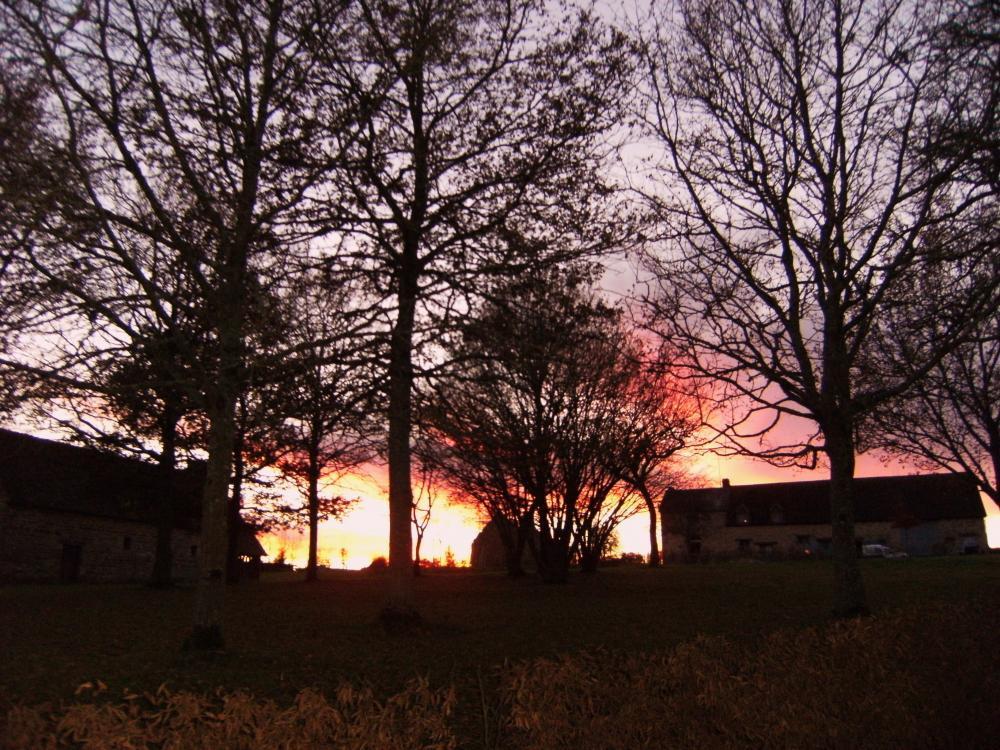 9 décembre 2010, soleil couchant sur la ferme.