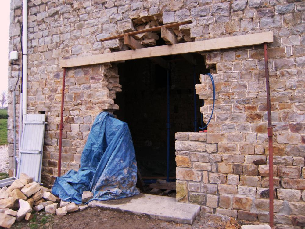 9 décembre 2010, le froid empêche la poursuite des travaux sur la porte Sud de la ferme.