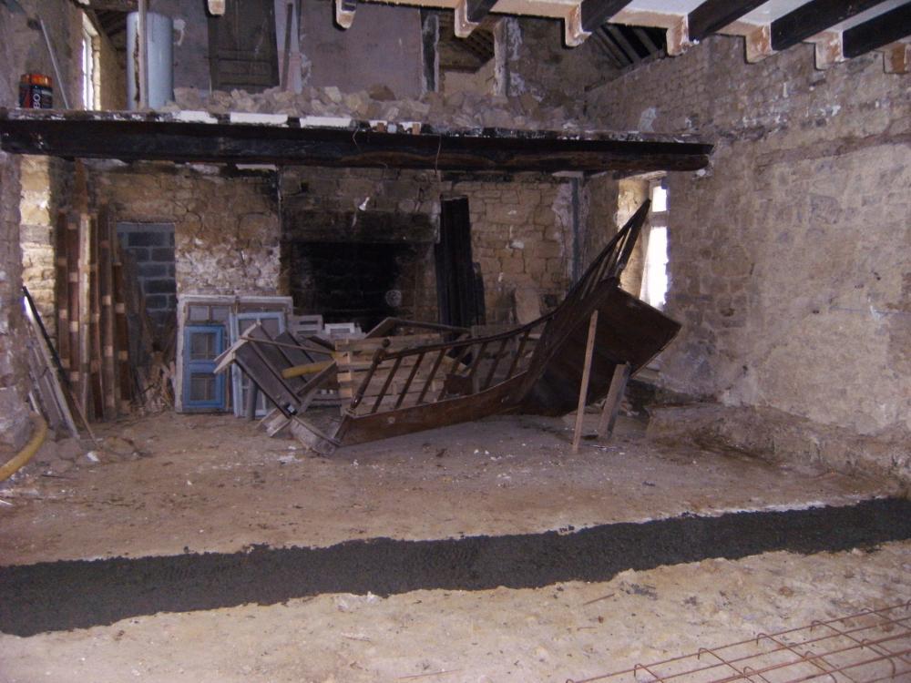 10 décembre 2010, la fondation du mur de refend destiné à séparer le salon et la grande salle de la ferme.