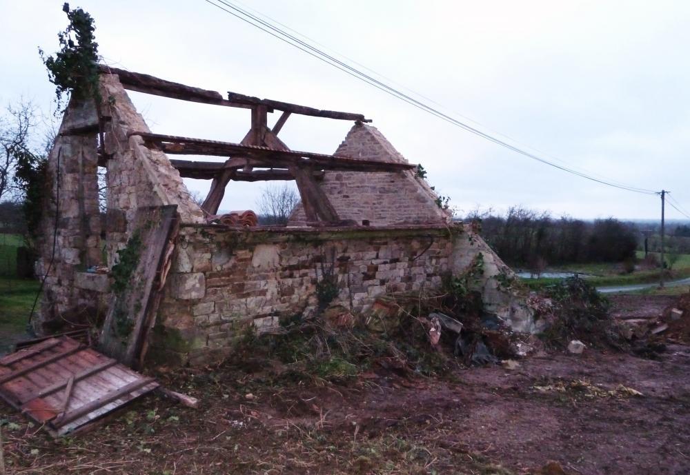 15 janvier 2011, l'ancienne porcherie du Haut Champ en cours de démontage.