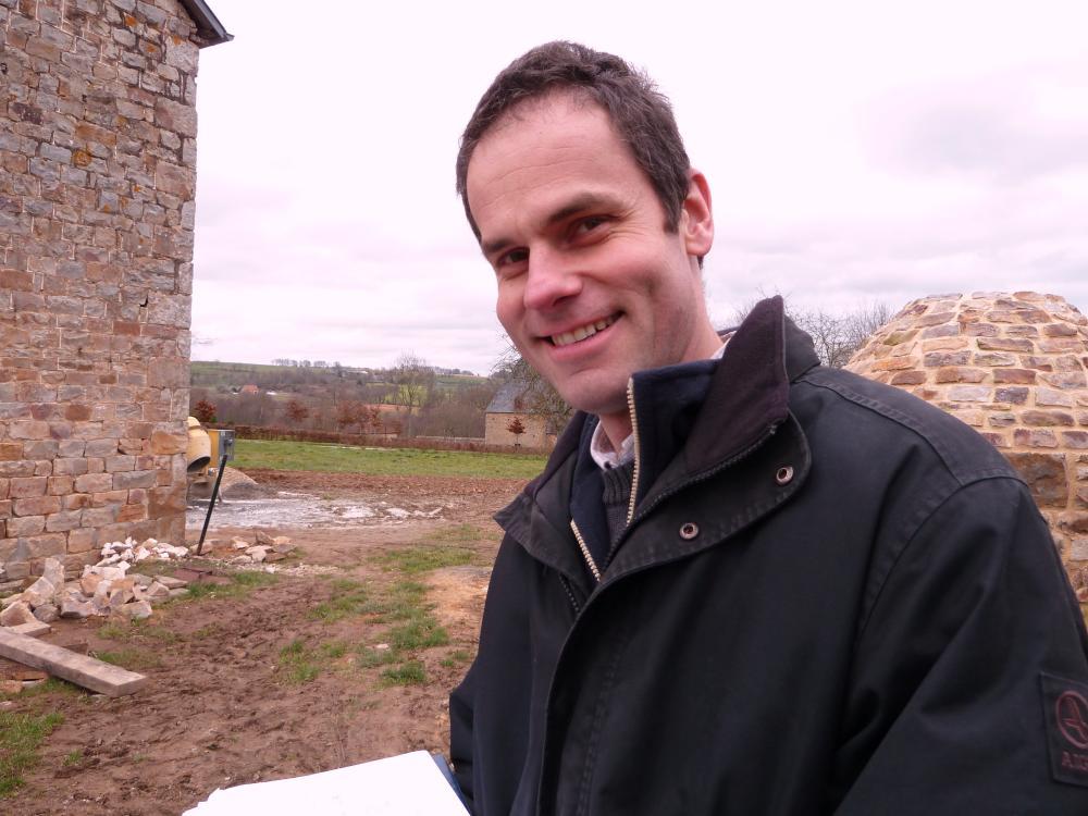 5 février 2011, Thierry BURIN des ROZIERS à la Chaslerie (ici entre la ferme et son fournil).