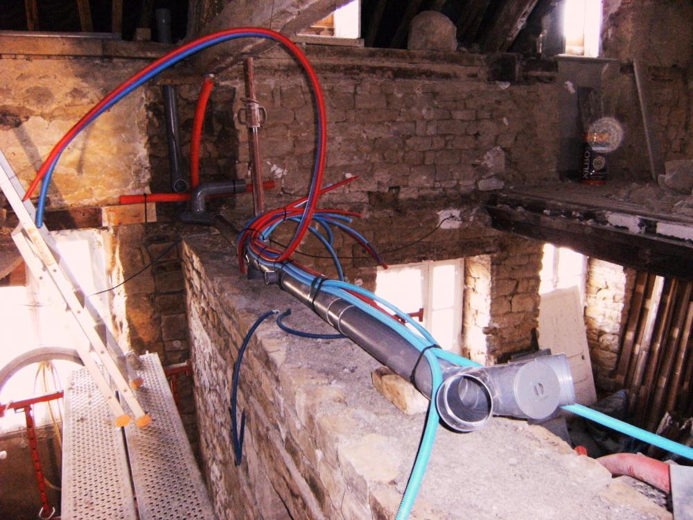 9 février 2011, les réservations sont faites au niveau du 1er étage du mur de refend de la ferme.