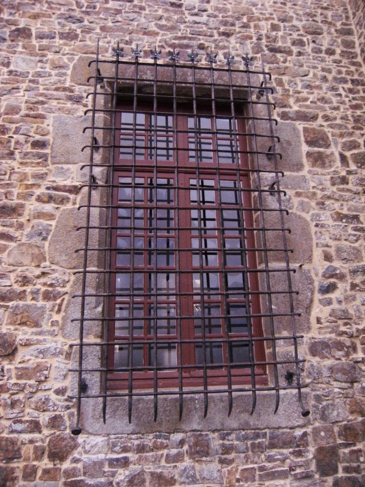 18 février 2011, la grande grille de la fenêtre Est de la salle-à-manger du logis.