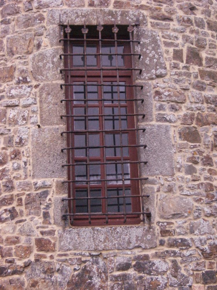 18 février 2011, l'une des deux grilles du rez-de-chaussée de la tour Nord-Est.