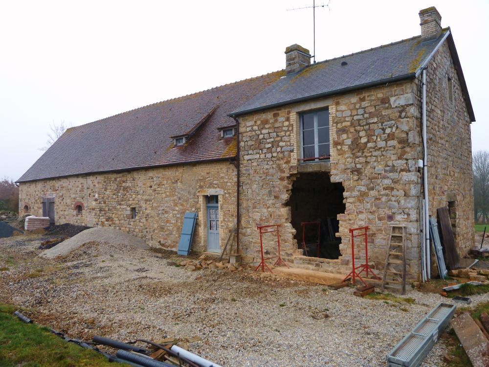 23 février 2011, début des travaux sur la façade Ouest de la ferme.