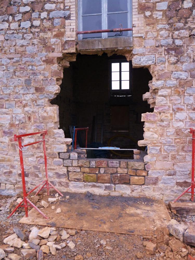 25 février 2011, le chantier en début de journée, vu de l'extérieur.