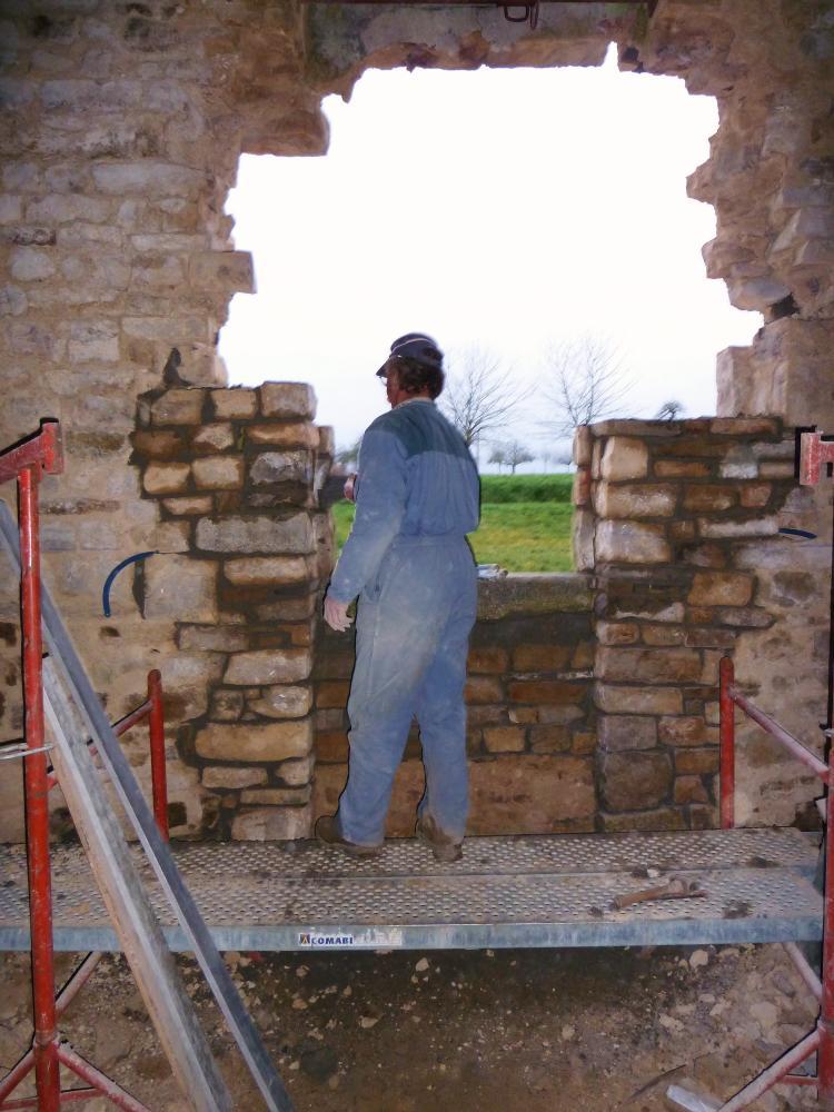 25 février 2011, Pascal brosse en fin d'après-midi les pierres maçonnées dans la journée.