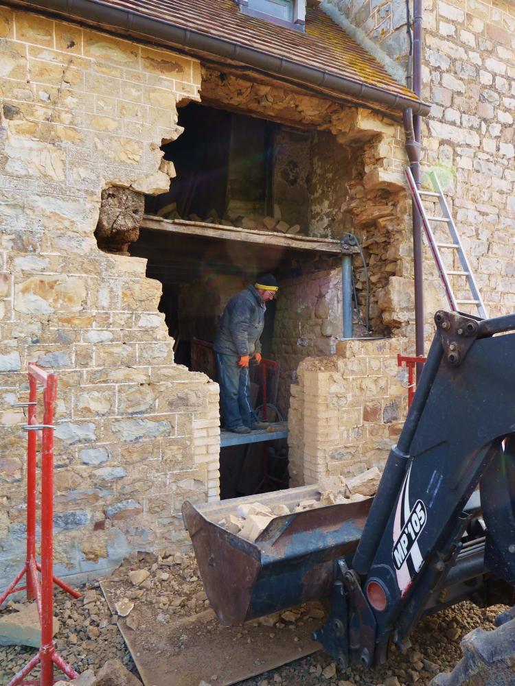 4 mars 2011, la future fenêtre Ouest de la partie la plus ancienne de la ferme.