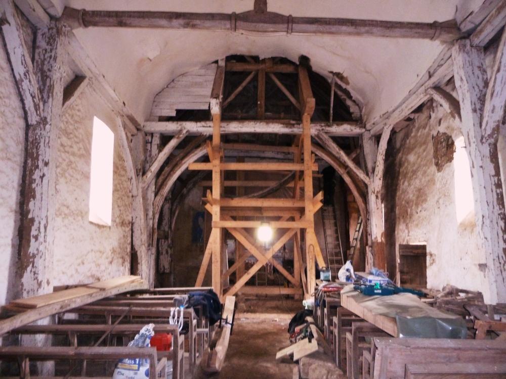 18 mars 2011, l'intérieur de la chapelle d'Etrigé en cours de restauration.
