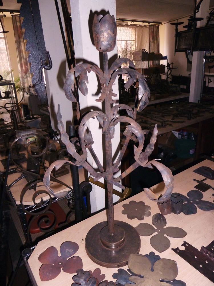 18 mars 2011, une fleur du modèle qui couronnera le portail de la Chaslerie.
