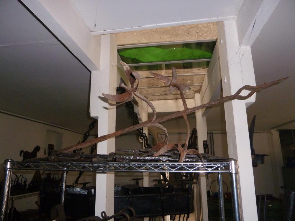 18 mars 2011, un ancien décor de la Chaslerie, en dépôt chez Roland FORNARI.