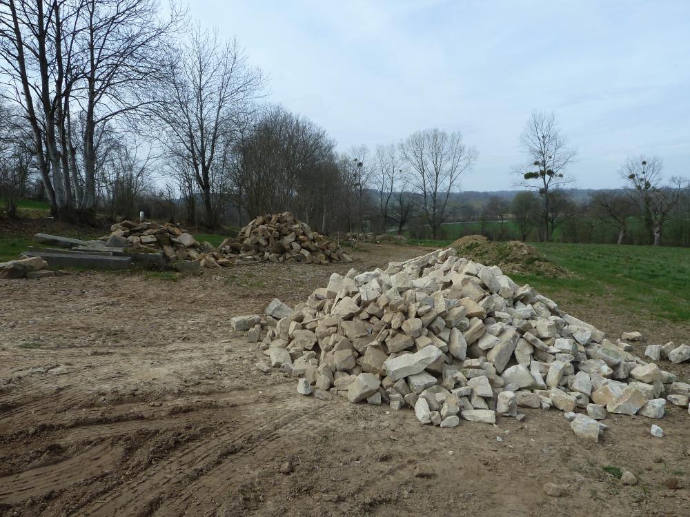 26 mars 2011, la première bennée de pierres de Ger.