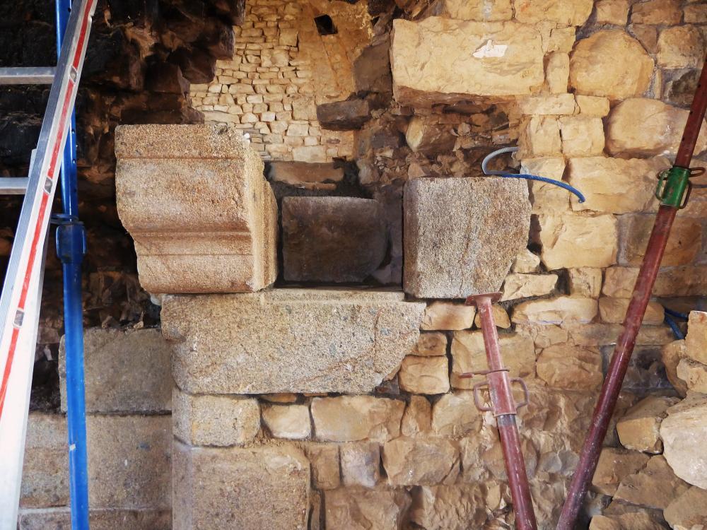19 avril 2011, aperçu de la niche en cours de remontage.