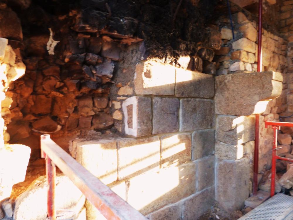 22 avril 2011, la cheminée en fin de deuxième semaine de travaux.