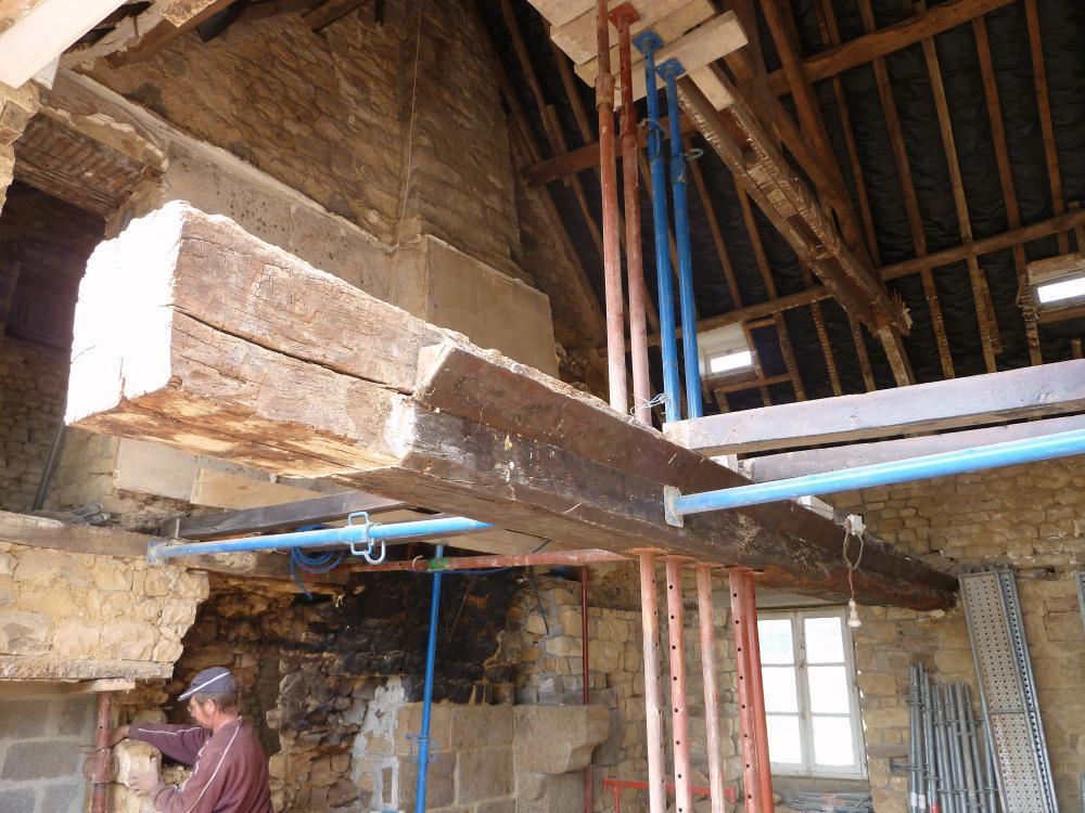 27 avril 2011, la poutre du futur salon de la ferme.