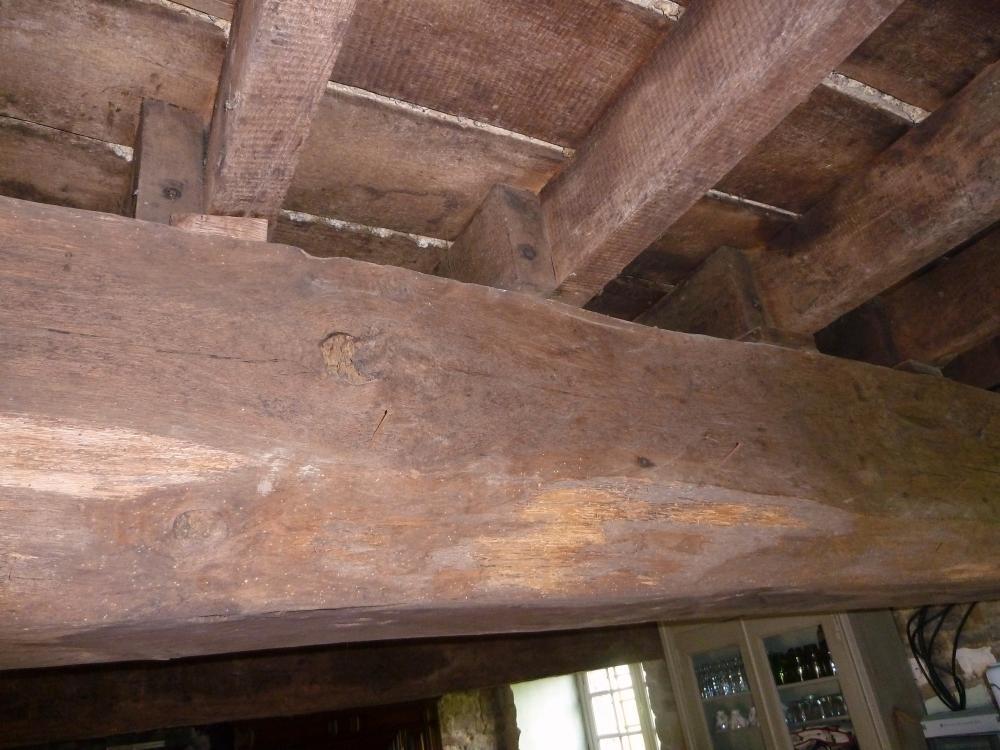 27 avril 2011, la première poutre en entrant au rez-de-chaussée du colombier.