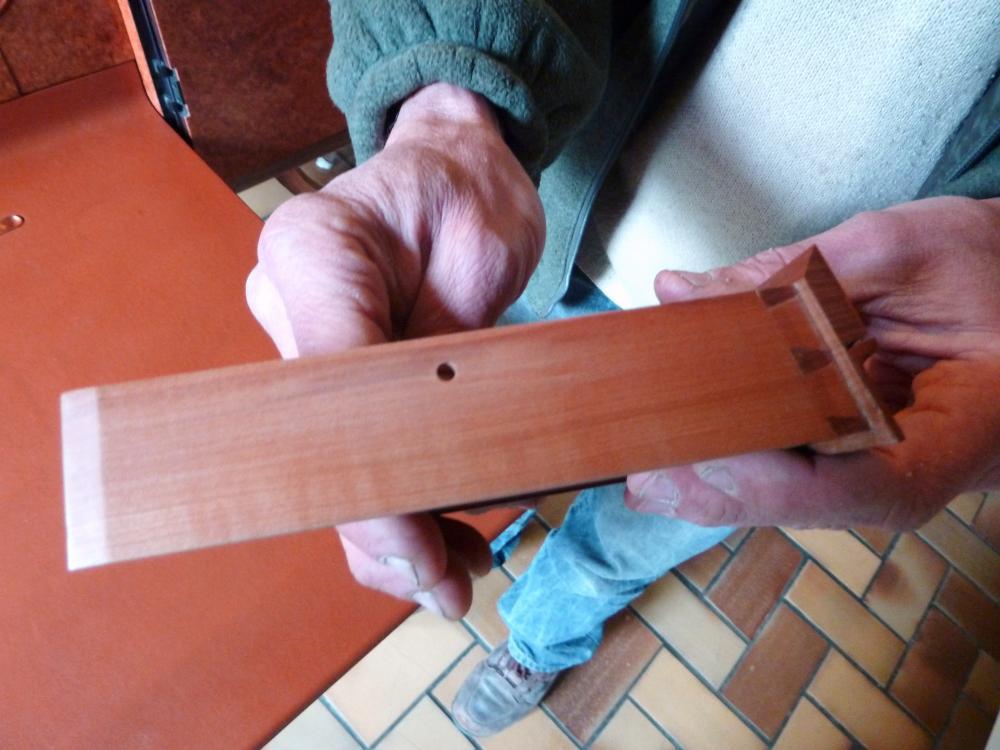 28 avril 2011, détail du montage d'un tiroir, présenté par M. DUVEAU.