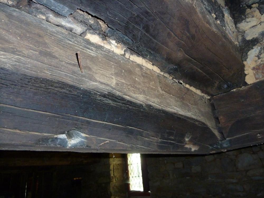 2 mai 2011, les chanfreins formant l'avaloir de la cheminée de la cave de la Chaslerie.