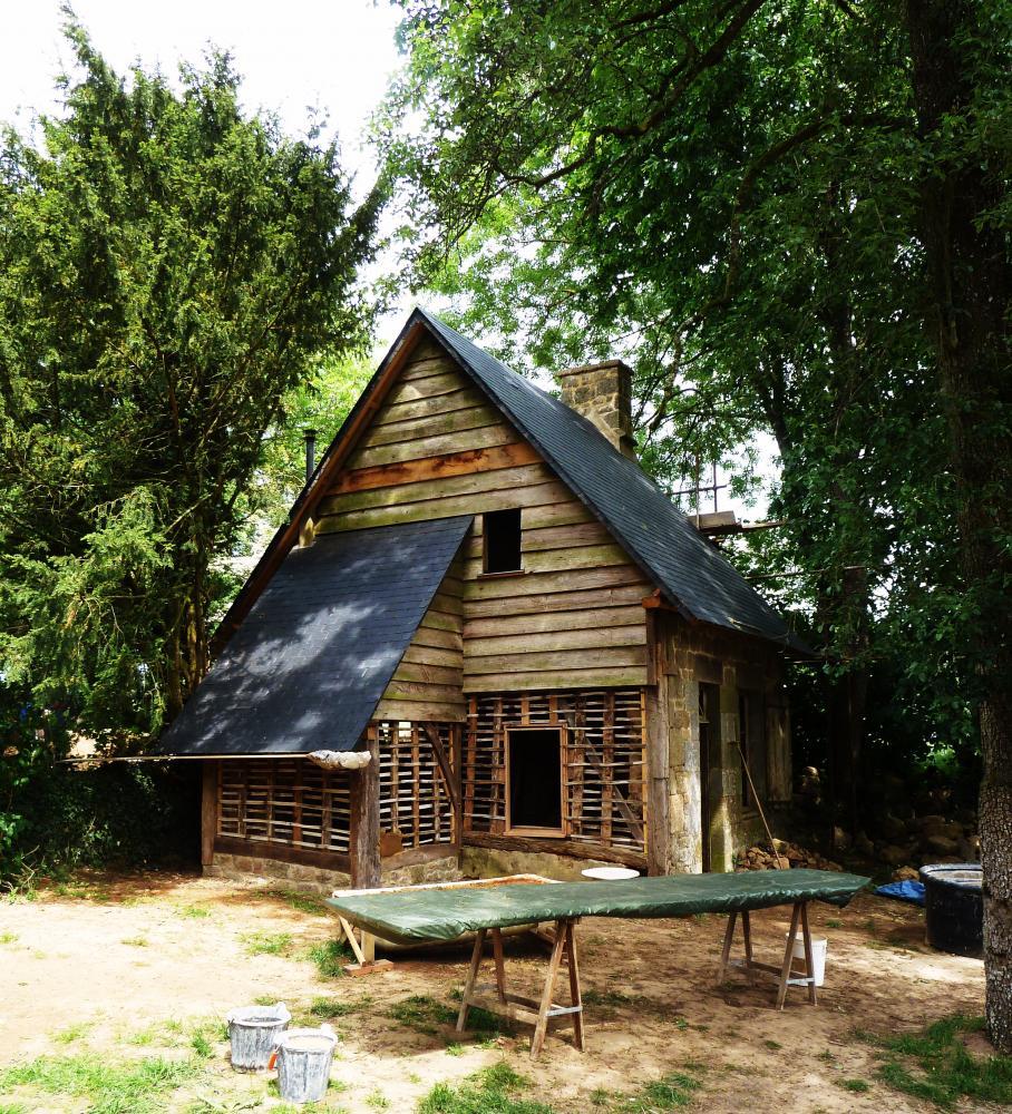 7 mai 2011, la dépendance en cours de restauration à la demi-acre.