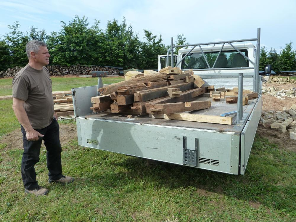 19 mai 2011, Roland devant les petites pièces de charpente du fournil de la ferme.