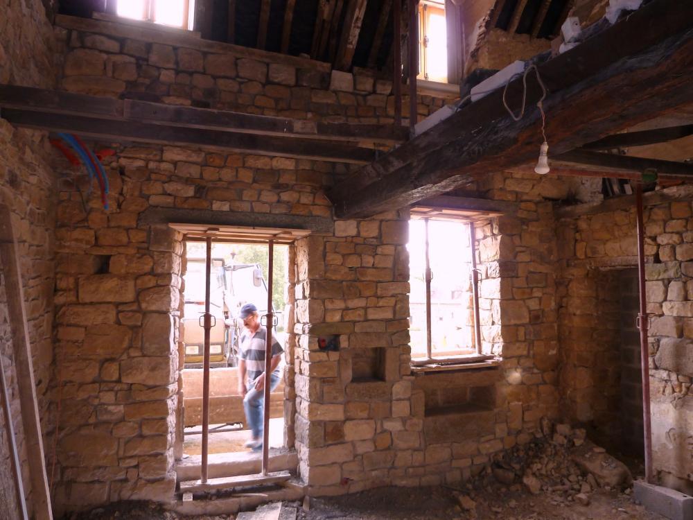 24 mai 2011, le mur Est du futur petit salon de la ferme, vu de l'intérieur.