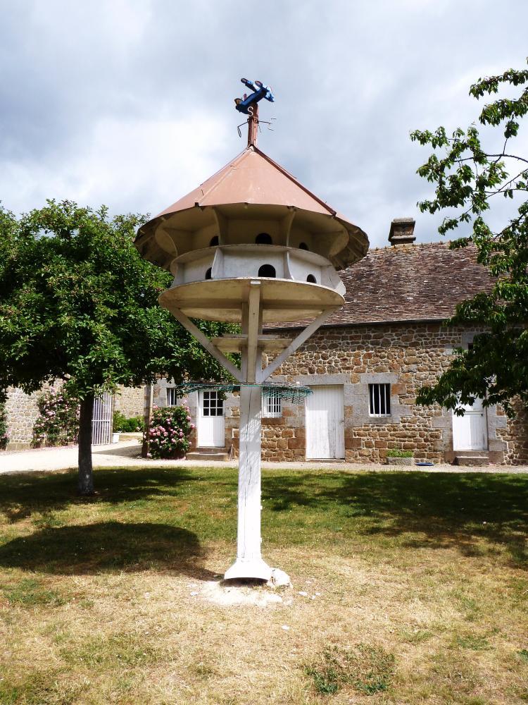 26 mai 2011, le pigeonnier de la Motte-Fouquet.