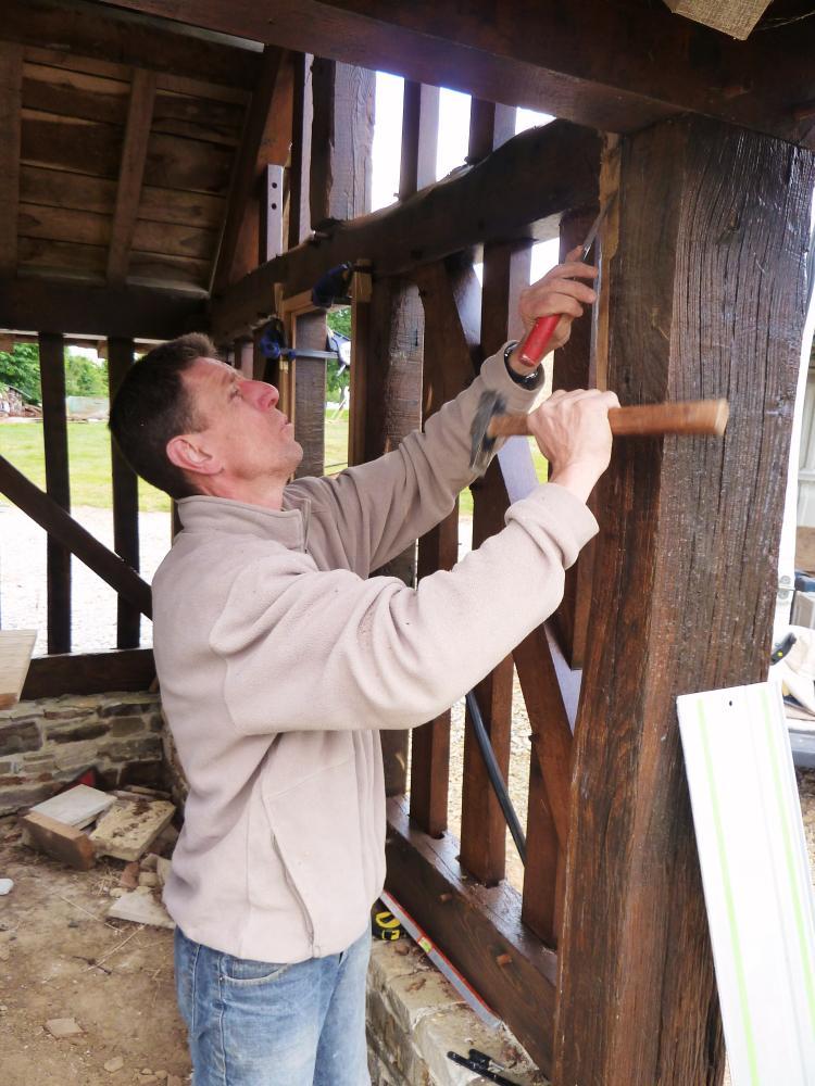 31 mai 2011, Denis DUVEAU au travail sur la maison de Toutou.