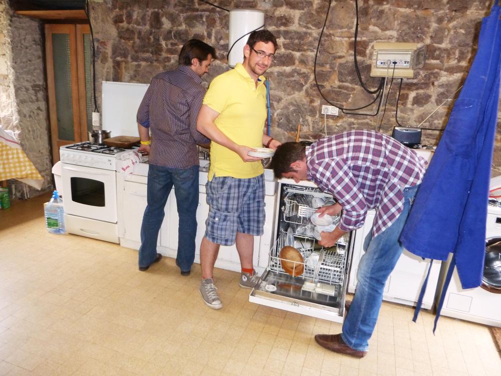 4 juin 2011, aperçu du confort du local servant actuellement de cuisine, au rez-de-chaussée du colombier.