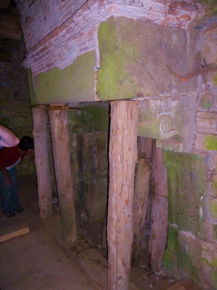 12 août 2011, la cheminée de la grande pièce du châtelet de la Saucerie.