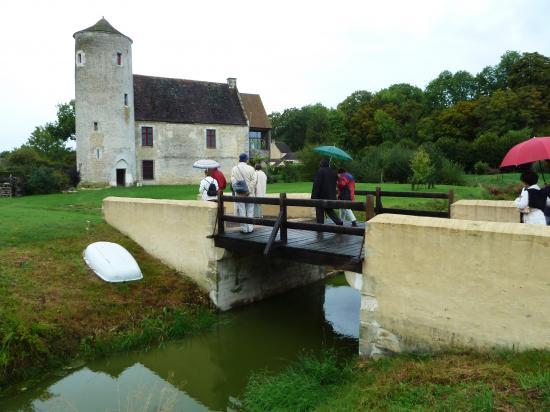 11 septembre 2011, un intéressant modèle de pont, au manoir de la tour aux Anglais, à Aunou-le-Faucon.
