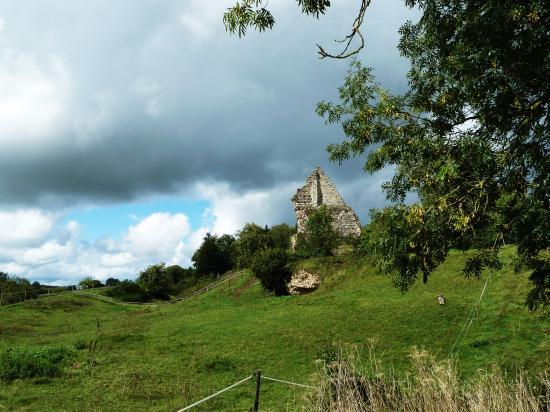 11 septembre 2011, les ruines du château de Bonsmoulins.