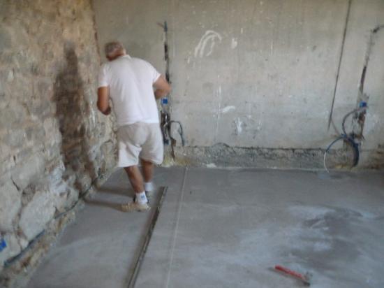 1er octobre 2011, début du chantier de carrelage dans la chambre au rez-de-chaussée du bâtiment Nord.