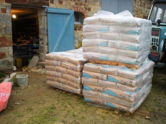 1er décembre 2011, des matériaux qui seront nécessaires pour le mur Ouest de la douve Nord.