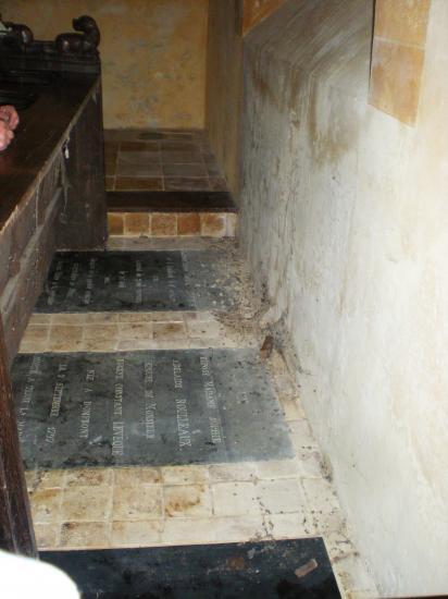 1er décembre 2011, tas de mouches crevées dans la chapelle...