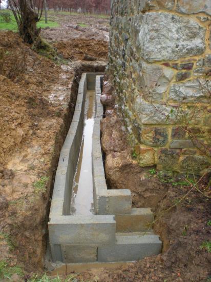 21 janvier 2012, la rigole du drainage à l'Ouest du fournil du manoir.