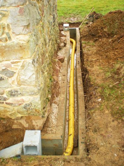 27 février 2012, le drainage au pignon Ouest du fournil du manoir (1).