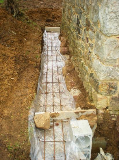 27 février 2012, le drainage au pignon Ouest du fournil du manoir (3).