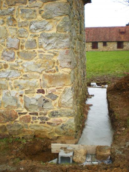 27 février 2012, le drainage au pignon Ouest du fournil du manoir (4).